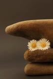 在彼此叠加的三个小卵石 库存照片