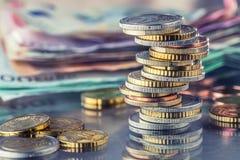 在彼此堆积的欧洲硬币用不同的位置 金钱c 免版税库存图片