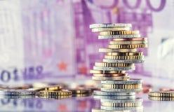 在彼此堆积的欧洲硬币用不同的位置 金钱c 图库摄影