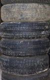 在彼此的老轮胎谎言 免版税库存图片