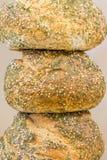 在彼此顶部的自创,整个五谷工匠面包 库存照片