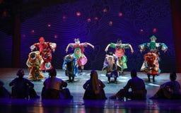 """在往日的宗教节日给的村庄戏剧演出-跳舞戏曲海丝绸Road† """"The梦想  图库摄影"""