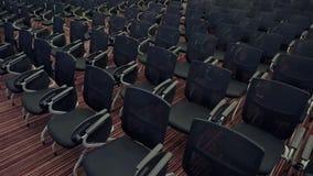 在很多舒适的位子中的照相机移动在空的观众大厅里 为在大的销售的会议做准备 影视素材