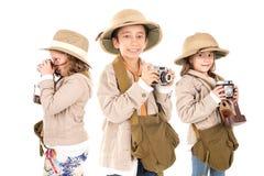 在徒步旅行队衣裳的孩子 免版税库存图片