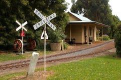 在微型铁路的被放弃的火车站 免版税库存照片