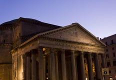在微明的万神殿大厦在罗马 库存照片