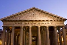 在微明的万神殿大厦在罗马 免版税库存照片
