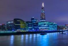 在微明的伦敦地平线与碎片 免版税库存照片