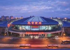在微明的北京南火车站,北京,中国 免版税库存图片