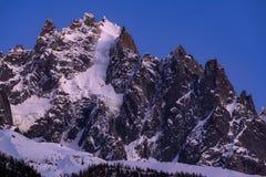 在微明的夏慕尼针 勃朗峰山脉,夏慕尼,上萨瓦省,阿尔卑斯,法国 库存照片