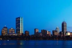 在微明的波士顿,马萨诸塞地平线 库存图片