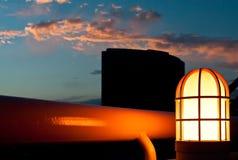 在微明的灯具 免版税库存图片