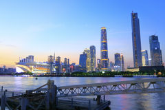 在微明的珠江都市风景 免版税库存图片