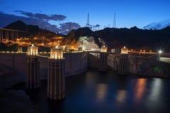 在微明的胡佛水坝 免版税库存图片