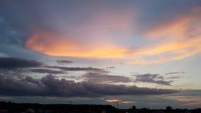 在微明的艺术性的颜色天空 免版税库存照片