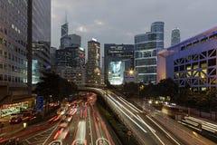 在微明的香港地平线 图库摄影