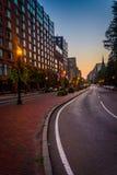 在微明的Boylston街,在波士顿,马萨诸塞 免版税图库摄影