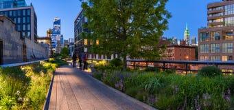在微明的Highline chelsea 城市曼哈顿纽约 免版税库存照片