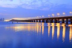 在微明的xinglin桥梁 免版税库存照片
