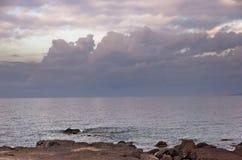 在微明,圣彼得罗海岛,撒丁岛西海岸的Cloudscape  图库摄影