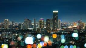 在微明,夜生活的颜色的曼谷都市风景 库存图片