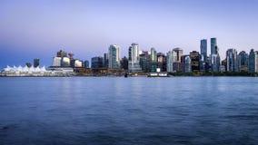 在微明,温哥华,不列颠哥伦比亚省,加拿大的温哥华地平线 免版税库存照片