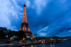 在微明,艾菲尔铁塔的游览埃菲尔在巴黎,法国 库存图片