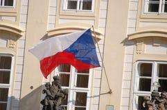 在微风的一面旗子 图库摄影