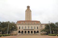 在德克萨斯州大学奥斯汀分校校园里的主楼 免版税库存照片
