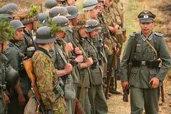 在德国一致的第二次世界大战的军事再enactors 德国战士 库存图片