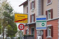 在德国和瑞士之间的国界在康斯坦茨市 库存照片