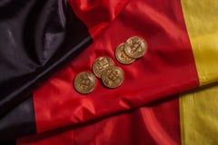 在德国旗子的金黄bitcoins 免版税库存图片