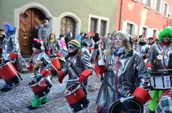 在德国狂欢节Fastnacht的街道队伍 库存照片
