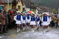 在德国狂欢节Fastnacht的街道队伍 库存图片