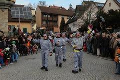 在德国狂欢节Fastnacht的街道队伍 免版税库存图片