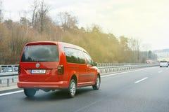 在德国高速公路的快速的大众汽车 免版税库存照片