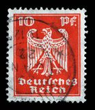 在德意志帝国打印的邮票显示徽章德国的 免版税库存照片