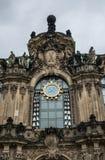 在德累斯顿,德国计时在古老城堡Zwinger的编钟 免版税图库摄影