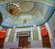 在德黑兰铺磁砖Emamzadeh Zeyd圣洁寺庙装饰  库存照片