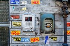 在德黑兰,伊朗街道的门铃  免版税库存图片