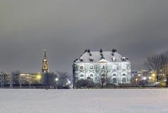 德累斯顿在晚上在冬天 免版税库存照片
