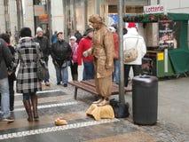 在德累斯顿,德国街道上的生存雕象  免版税库存图片