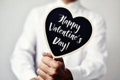在心形的牌的文本愉快的情人节 免版税库存图片