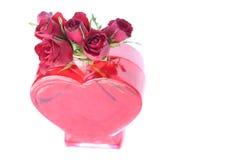 在心形的花瓶的玫瑰 免版税库存图片