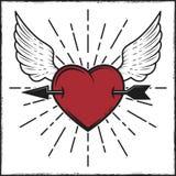在心脏和翼彩色印刷品的箭头与光芒 在葡萄酒样式的向量例证 库存例证