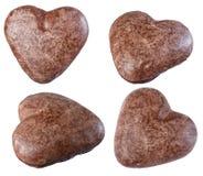 在心脏形状孤立的巧克力曲奇饼在白色背景, 库存图片