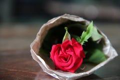 在心脏形状的一朵玫瑰 免版税库存照片