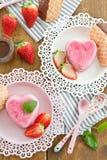 在心脏形状的冰淇凌 免版税图库摄影