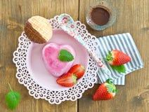 在心脏形状的冰淇凌 库存图片