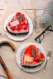 在心脏形状的可口蛋糕  库存图片